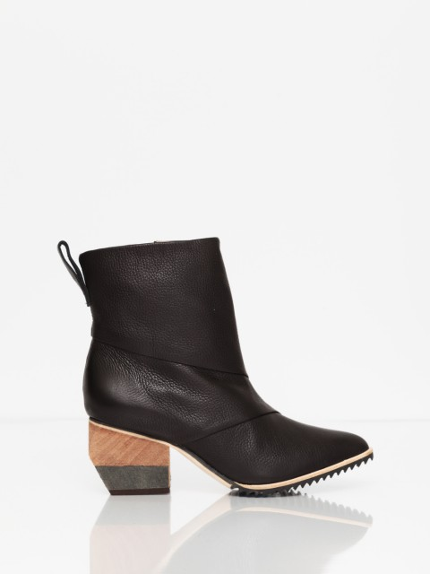 FINSK Akant Pointed Toe Ankle Boots