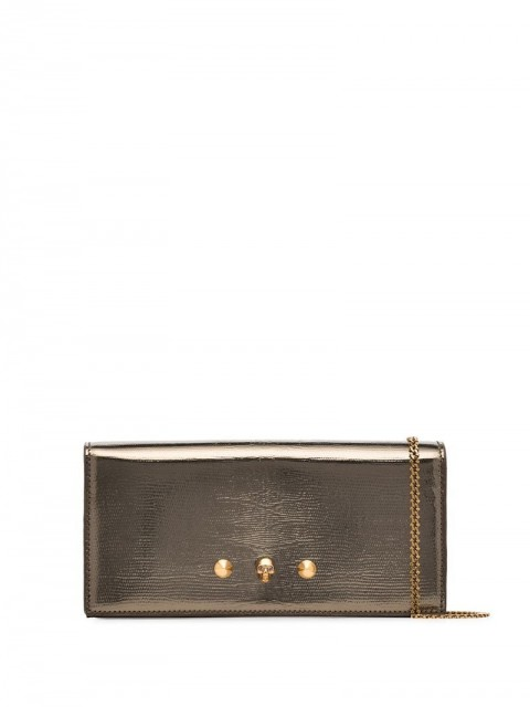 Alexander McQueen - skull stud continental wallet - women - Calf Leather - One Size - GOLD