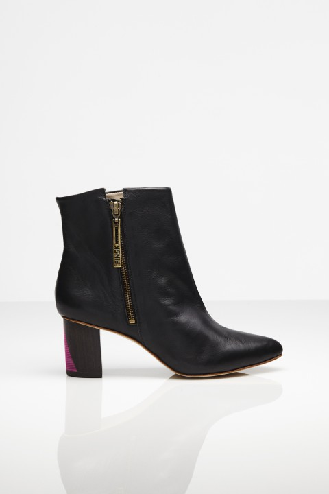 FINSK 466-09 ANKLE BOOTS WITH PINK HEEL DETAIL